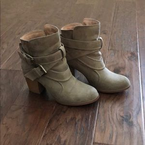 American Eagle Booties Taupe